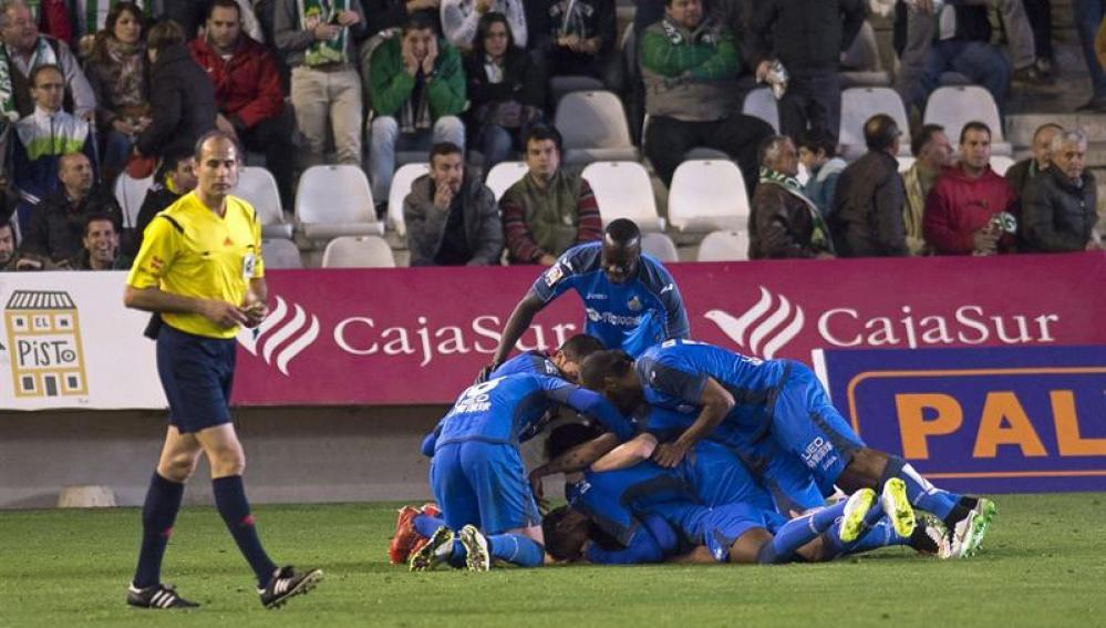 Los jugadores del Getafe celebran el segundo gol con el que culminaba la remontada