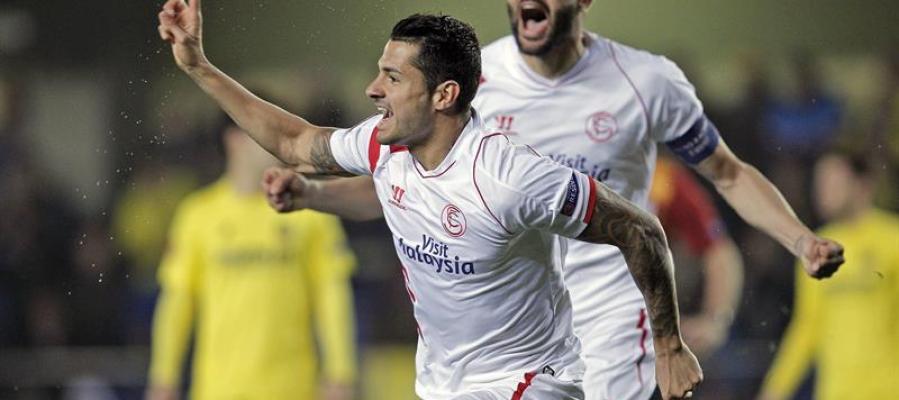 Vitolo, junto a su compañero Vicente Iborra, celebra su gol