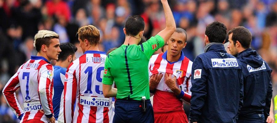 Miranda ve la cartulina roja ante el Espanyol
