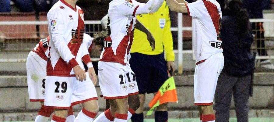 Alberto Bueno celebra uno de sus dos goles ante el Granada