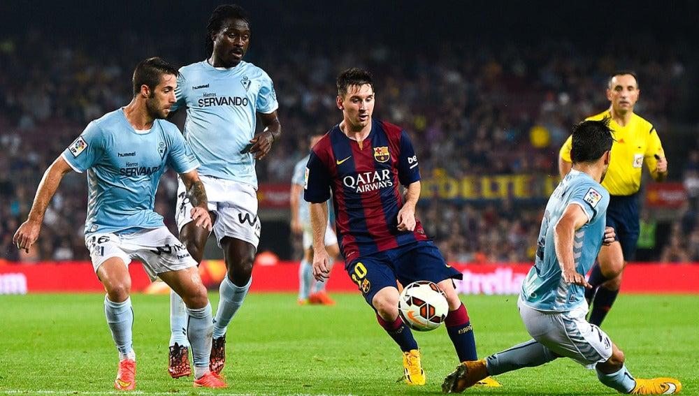Messi, ante los jugadores del Eibar