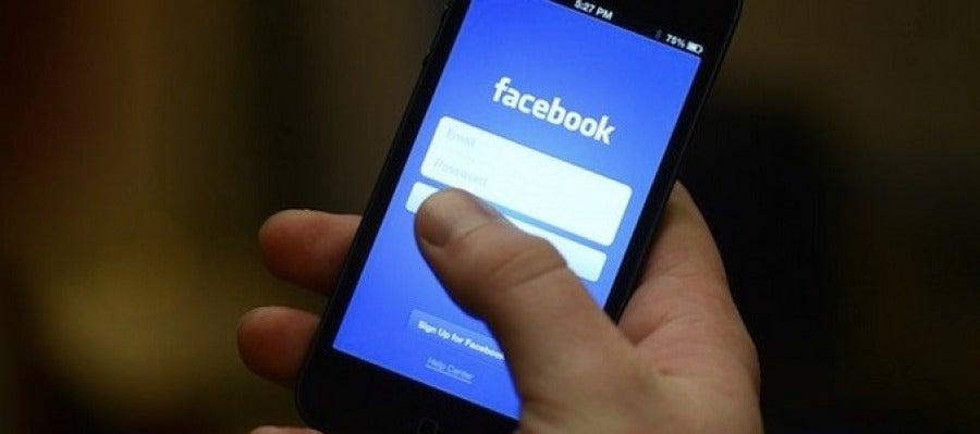 Acceso a Facebook desde un dispositivo móvil
