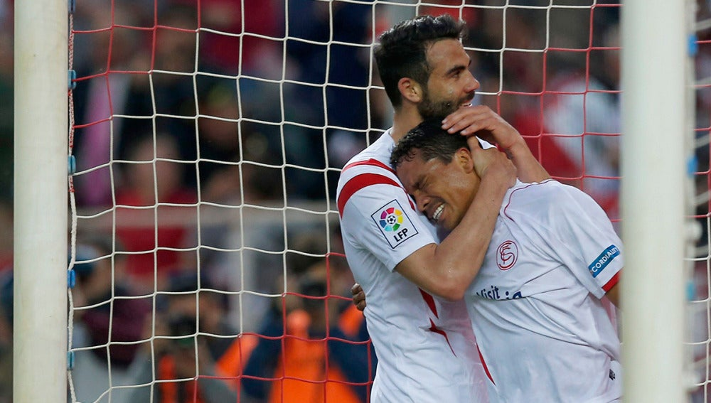 Bacca celebra uno de sus goles ante el Elche