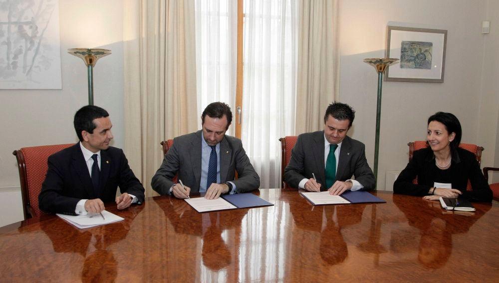 Firma convenio FEHM y Govern