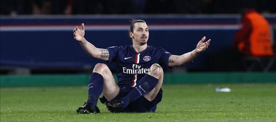 El jugador del Paris Saint-Germain Zlatan Ibrahimovic en el estadio Parque de los Príncipes de París