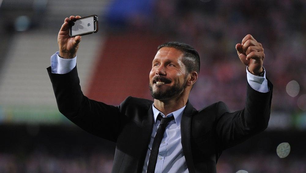 Diego Simeone, feliz entrenador a largo plazo del Atlético de Madrid