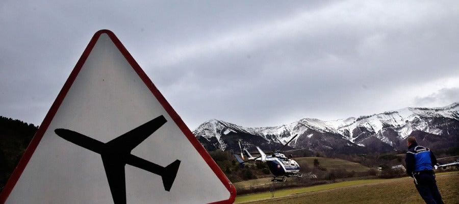 Un helicóptero despega de la localidad francesa de Seyne-les-Alpes