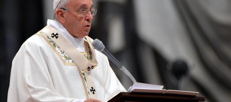 El papa Francisco celebra la Misa Crismal en la basílica de San Pedro en el Vaticano