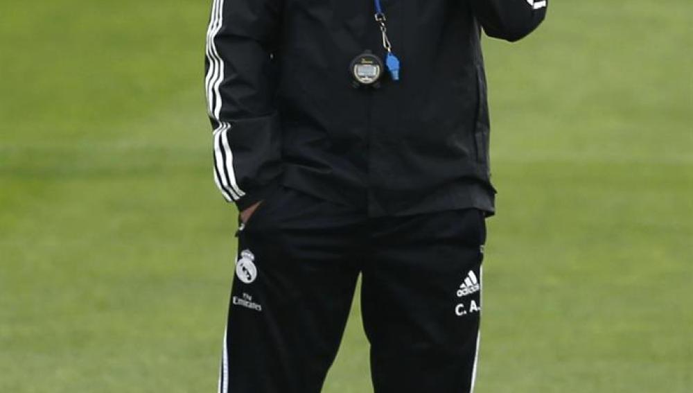 Carlo Ancelotti en el entrenamiento de hoy
