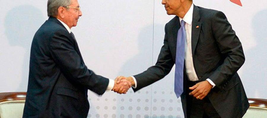 Obama-Raúl Castro, un apretón de manos para la historia