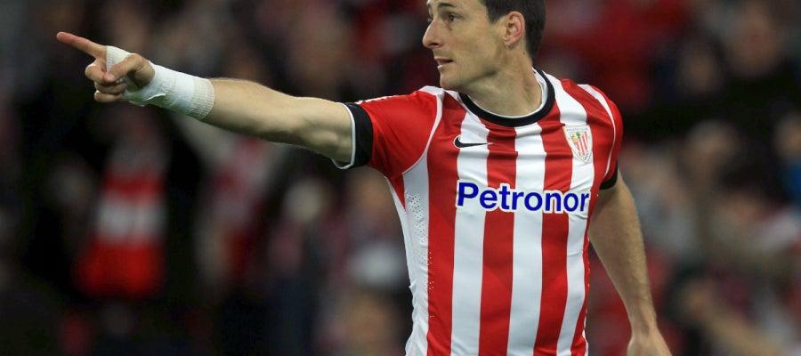 Aduriz celebra un gol con el Athletic
