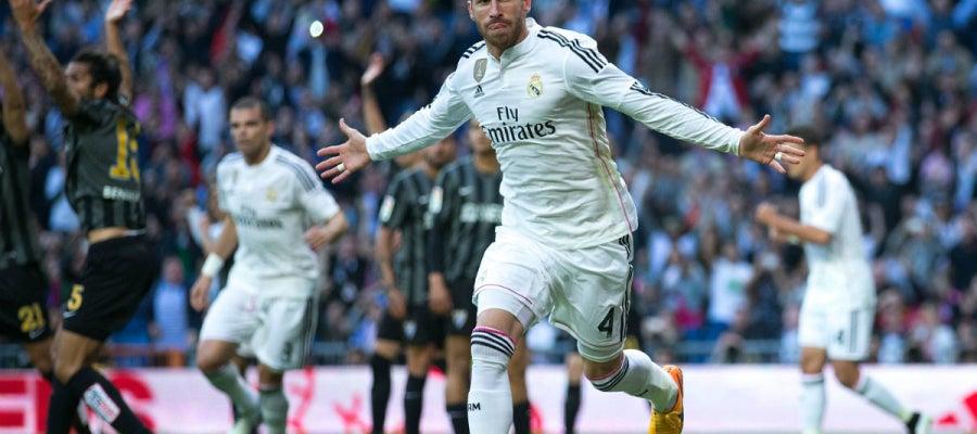 Sergio Ramos celebra un gol del Real Madrid ante el Málaga