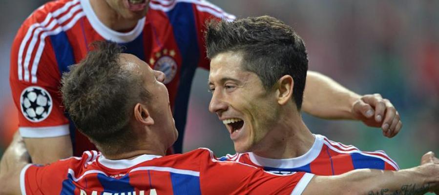 Robert Lewandowski del Bayern Munich celebra su gol