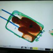 Niño en maleta