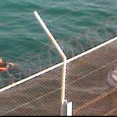 Un guardia civil se arroja al mar para salvar a inmigrante que nadaba a Ceuta