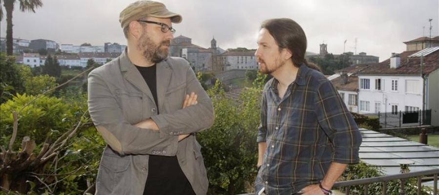 El secretario general de Podemos, Pablo Iglesias, y el alcalde de Santiago, Martiño Noriega, de Compostela Aberta.