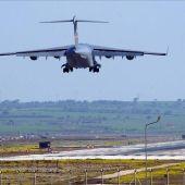 Avión militar de EEUU aterrizando en la base aérea de Turquía