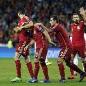 Los jugadores de la Selección celebran el gol de Cazorla