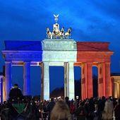 La Puerta de Brandenburgo con los colores de la bandera de Francia