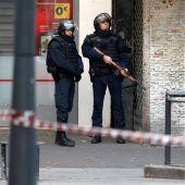 Soldados y policías participan en una operación en Saint Denis.