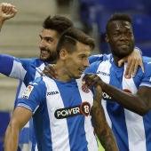 Los jugadores del Espanyol celebran el primer gol de Hernán Pérez