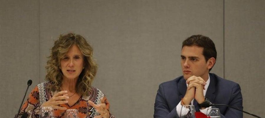 El presidente de Ciudadanos, Albert Rivera, junto a la empresaria y exministra socialista Cristina Garmendia