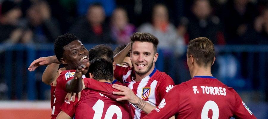 Los jugadores del Atlético celebran el gol de Thomas ante el Reus