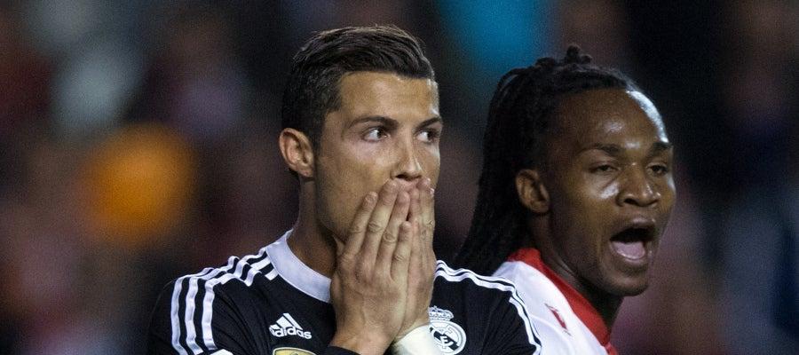 Cristiano Ronaldo lamenta una ocasión ante Manucho