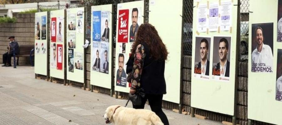 Carteles electorales por las calles de Bizkaia