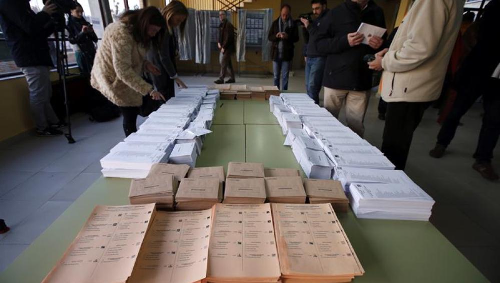 Todo preparado en los colegios electorales