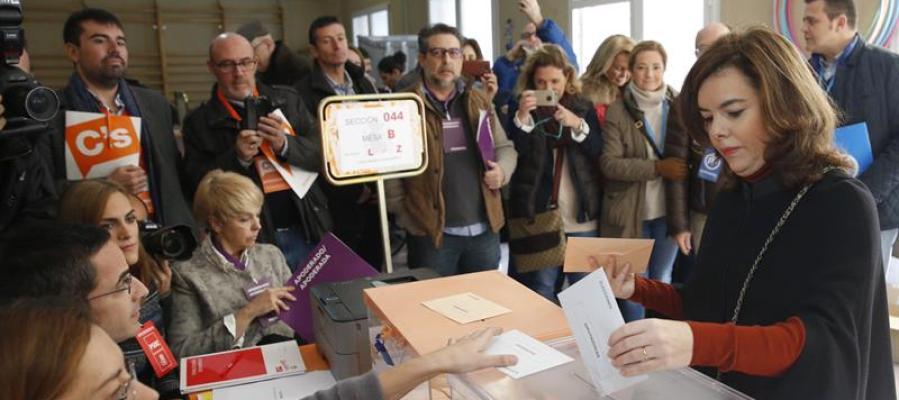 La vicepresidenta del Gobierno ha acudido a votar en Madrid