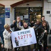 Celebración del segundo premio de lotería en la administración de Roda de Bará, en Tarragona