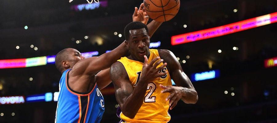 Ibaka, en acción ante los Lakers