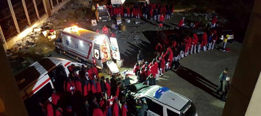 Más de 180 inmigrantes subsaharianos han conseguido esta madrugada entrar en Ceuta