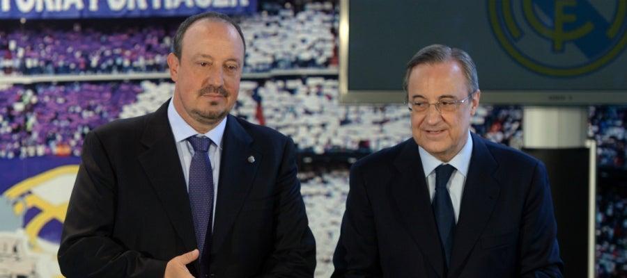 Rafa Benítez, junto a Florentino Pérez el día de su presentación