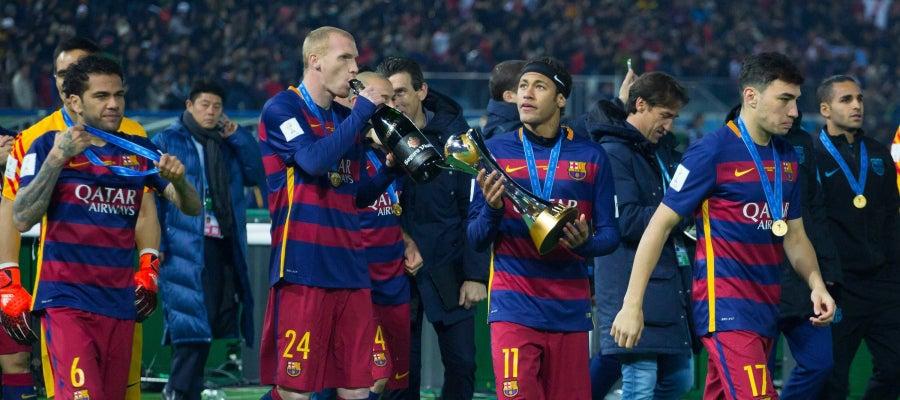 Alves, Mathieu, Neymar y Munir celebrando el Mundialito de Clubes