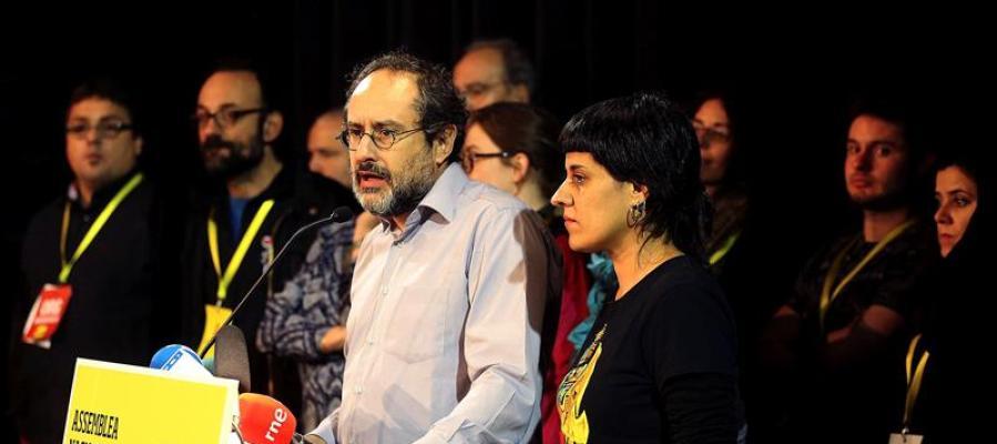 El presidente de la CUP en el Parlament, Antonio Baños, y su portavoz parlamentaria, Anna Gabriel