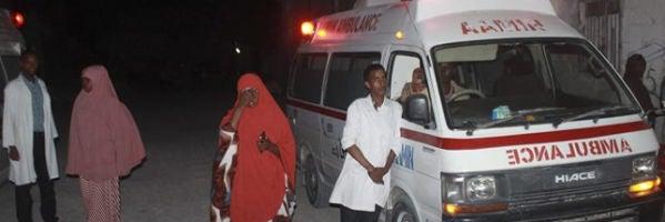Ambulancia en el lugar del atentado en Mogadiscio