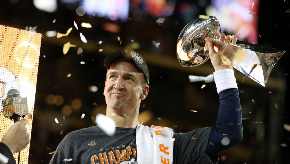 Peyton Manning levanta el título de la Super Bowl