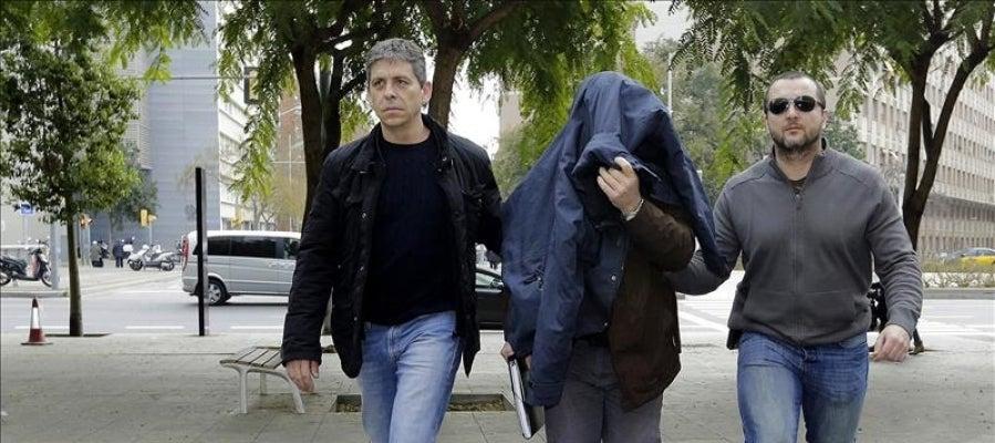 Joaquín B., el exprofesor de gimnasia acusado de abusos sexuales, a su llegada a declarar al juzgado