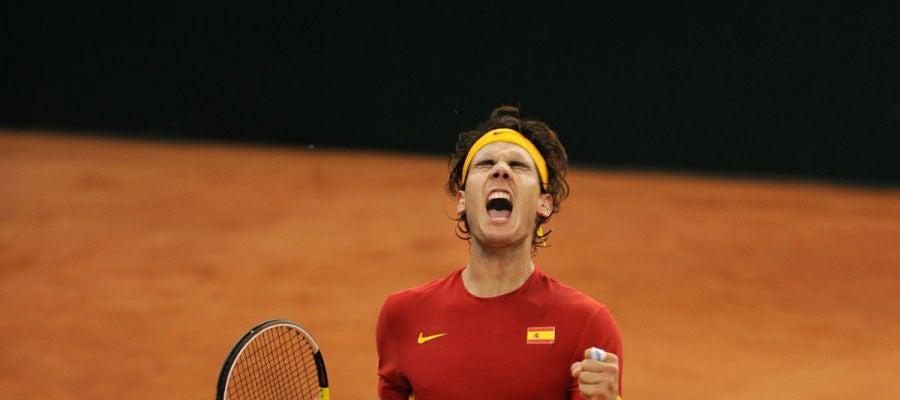 Rafa Nadal celebra un punto en Copa Davis con España