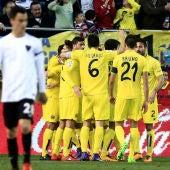 Los jugadores del Villarreal celebran un gol ante el Málaga