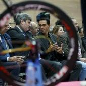Alberto Contador charla con Miguel Cardenal