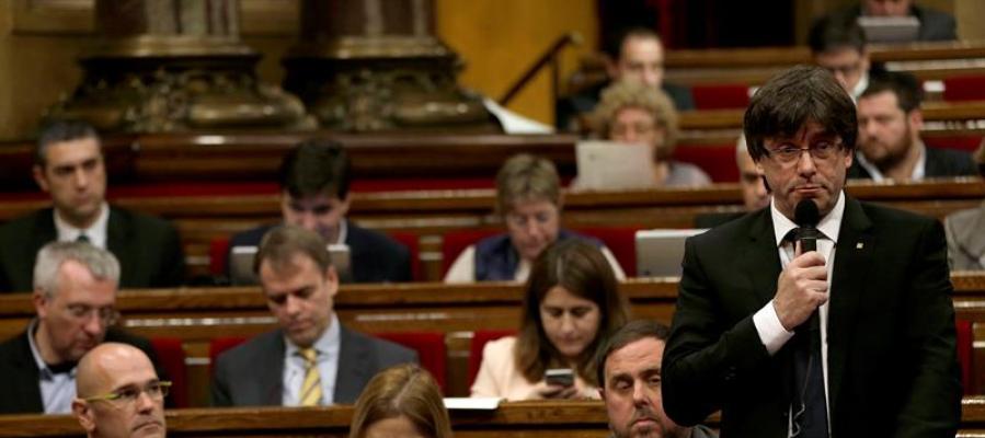 El presidente de la Generalitat, Carles Puigdemont durante la sesión de control