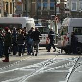 Las fuerzas de seguridad acordonan la zona en la que se ha producido el tiroteo en Bruselas