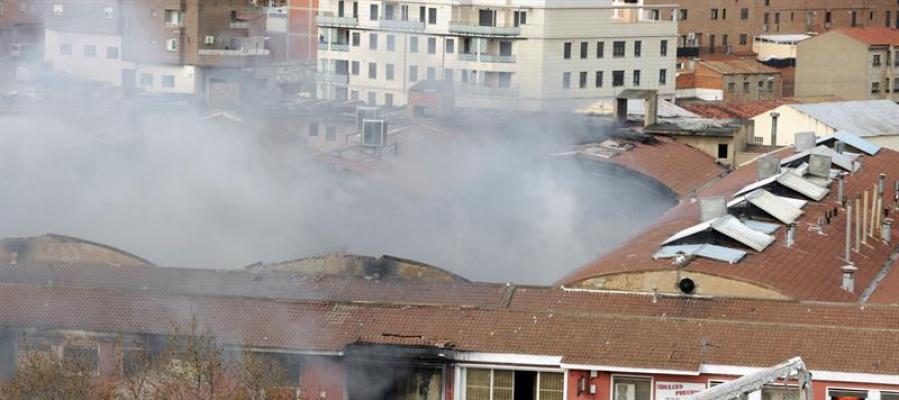 Incendio en una fábrica de galletas de Zaragoza