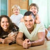 Familia con gato