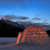 Un iglú habitado por Inuits