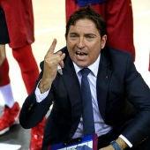 Xavi Pascual dirigiendo al Barcelona de balonmano