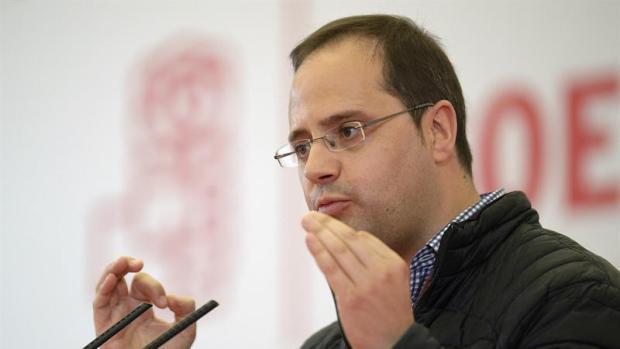 """César Luena: """"El PSOE está dispuesto a dialogar sobre cualquier cosa, pero votaremos no a la investidura"""""""